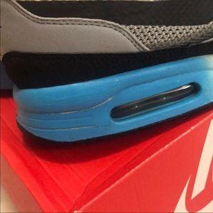 Nike Shoes - Nike Air Max Light C1.0